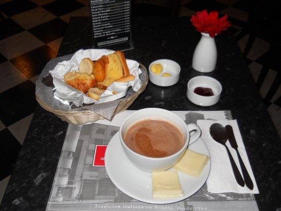 Tazón de chocolate con queso.