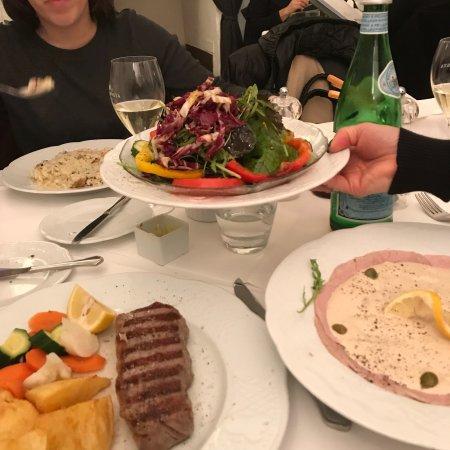Ristorante Pinocchio: mangiato benissimo, un buon risotto, un insalata ed un vitello tonnato ,bistecca buona , servizi