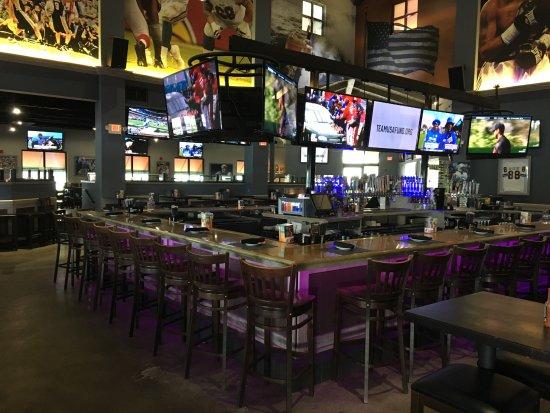 Bokampers Sports Bar & Grill: Inside bar area