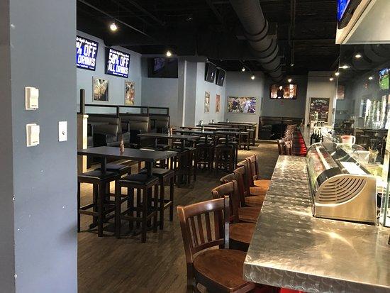 Bokampers Sports Bar & Grill: Inside area