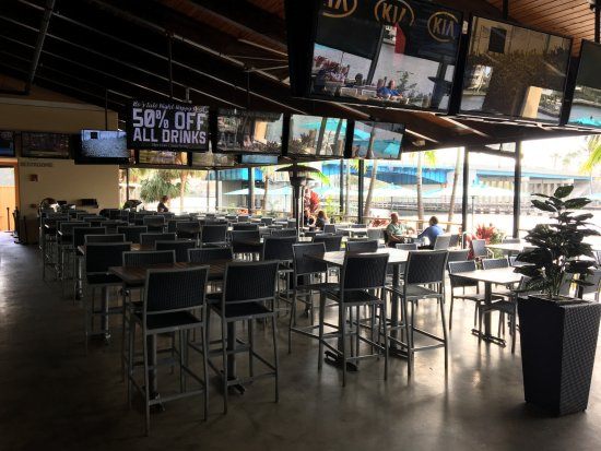 Bokampers Sports Bar & Grill: Half of the outdoor area