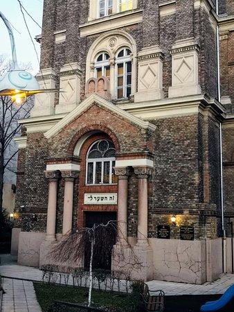 Bethlen Sqaure Synagogue