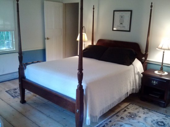 Ripton, VT: Blue Room accommodating two adults