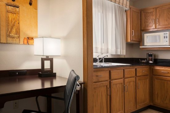 Country Inn & Suites by Radisson, Lubbock, TX: Suite