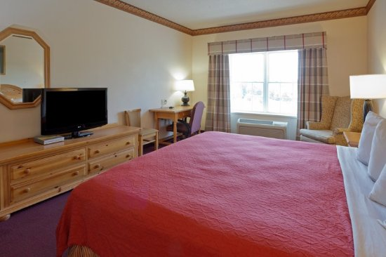 Country Inn & Suites by Radisson, Cortland, NY: Guest room