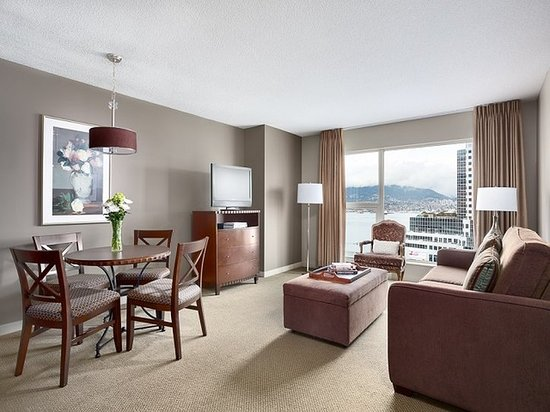 Auberge Vancouver Hotel: Guest room
