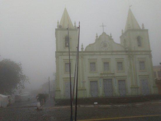 Nossa Senhora da Imaculada Conceição Church: Uma manhã chuvosa de janeiro de 2016 vista frontal da igreja matriz.