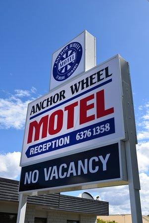 Anchor Wheel Motel: Our new sign.