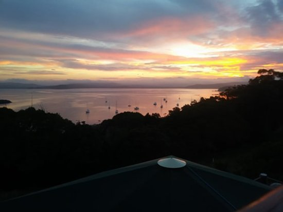 Snug Cove Bed and Breakfast: The nightly show from our balcony
