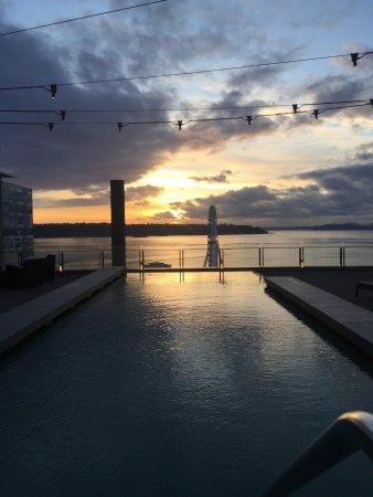فور سيزونز هوتل سياتل: A view from their pool deck. Stunning!