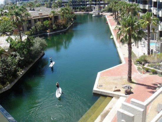 لاوهيل لكشري أبارتمنتس: View of the canal from our balcony