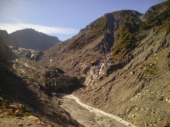Fox Glacier Hiking Trails : Lots of loose gravel
