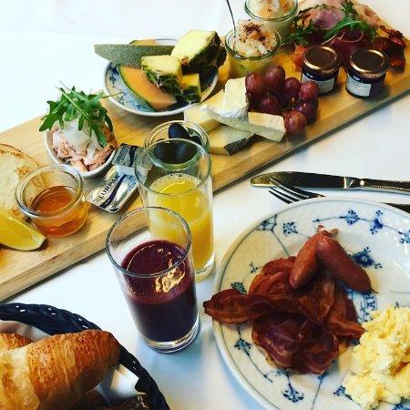 Bronshoej, Danmark: Vores brunch der serveres med kaffe og te