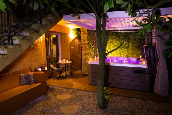 La Boissiere-Ecole, Франция: chambre kenya avec jacuzzi privé