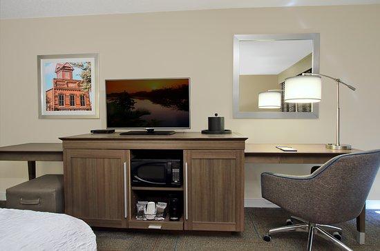 Madison, GA: King Room Amenities