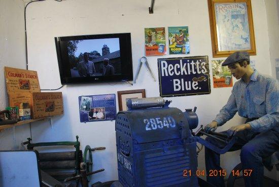 Lakeland Motor Museum: blue