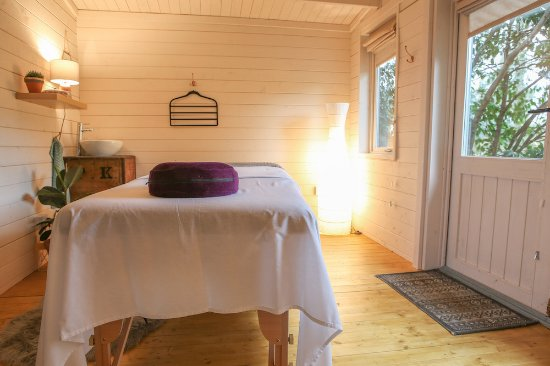 Cromer, UK: The Massage Hut is situated in a secluded area, surrounded by trees and birdsong.