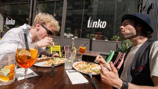 Linko pizzabar: Pizza can make you happy. :)