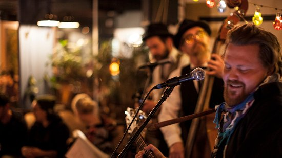 Linko pizzabar: Live music at least once in a week!
