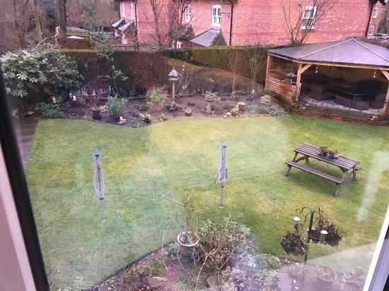 The Hinton Guest House : Well maintained garden