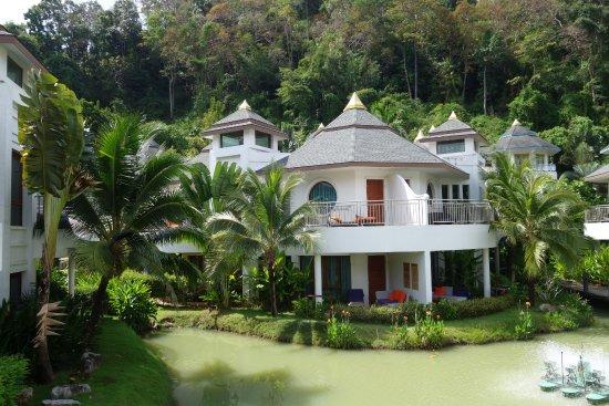 Domki przy basenie. Pięknie położone
