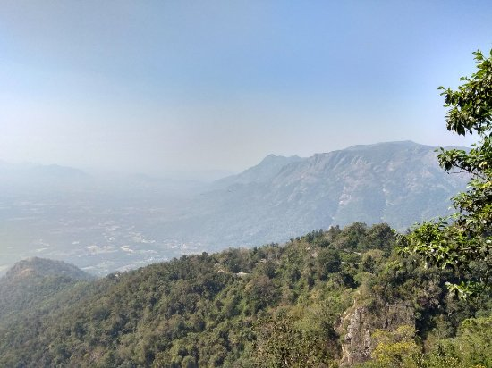 Namakkal, الهند: View from seekuparai viewpoint....