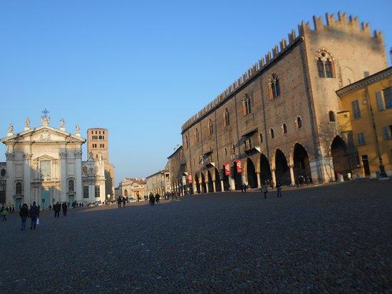 Piazza sordello mantua italien anmeldelser tripadvisor for Piazza sordello