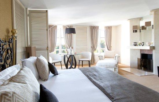 Joigny, France: Junior Suite Deluxe La Côte Saint Jacques & Spa *****