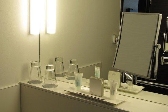 Vital Hotel Frankfurt: Modernes Bad Mit Tollem Licht
