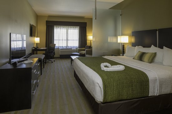 Steubenville, OH: Queen Suite