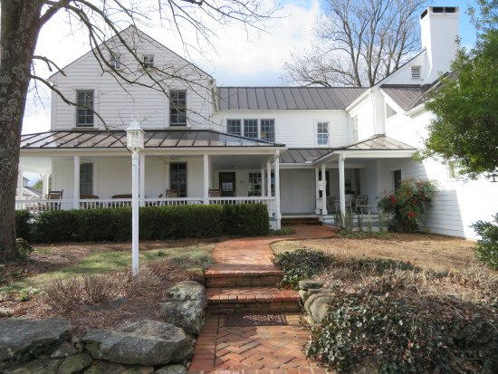 The Farmhouse at Veritas: Main Entrance to the Inn