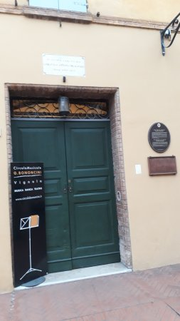 Vignola, إيطاليا: ingresso