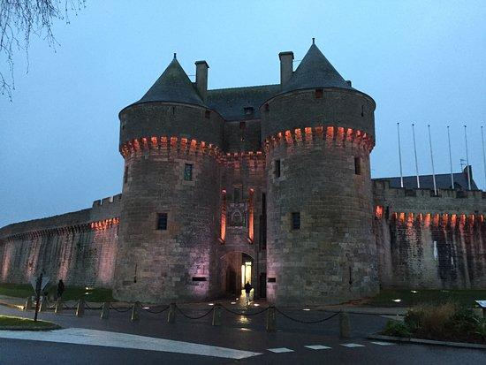 Hôtel des Remp'Arts : Vue de la porte principale de Guérande