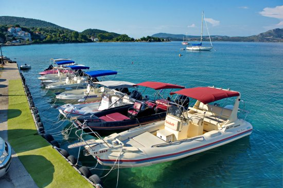 Pipis Boats