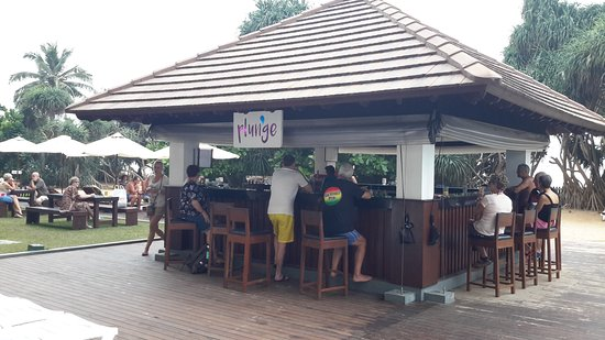 Turyaa Kalutara: Poolside bar