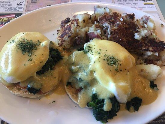 Harwinton, CT: Eggs Benedict Florentine
