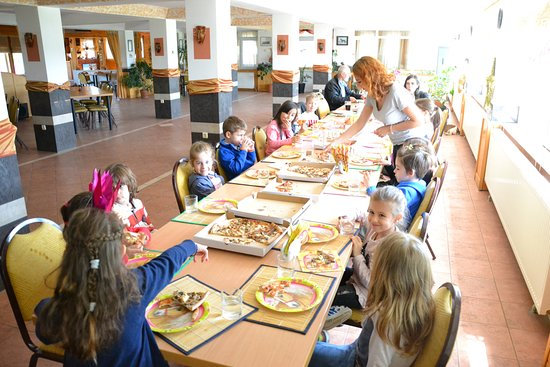 Mogosoaia, Rumania: pizza kids party