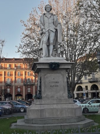 Asti, Italia: statua di Vittorio Alfieri