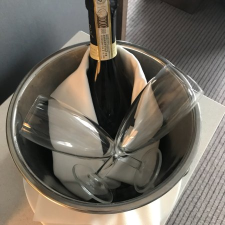Radisson Blu Hotel, Manchester Airport: New Years Eve in Junior Suite.