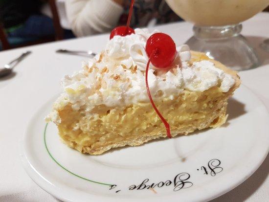 St. George Restaurant: Pastel de coco