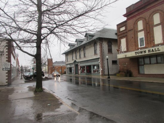 Federalsburg, MD: It is located behind the old commercial building and the Town Hall