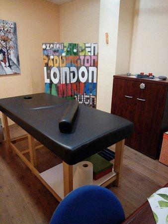 Arona, إسبانيا: Vista parcial de nuestro estudio de masajes (mucha iluminación)