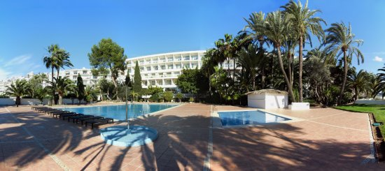 THB Los Molinos : Nice garden with large and small pool