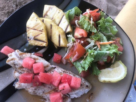 Savvy's at Mount Cinnamon: Catch of the day - gegrillter Barrakuda