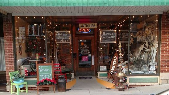 Dyersville, IA: Loaded with Fun, the front of Savvy Salvage is always welcoming!