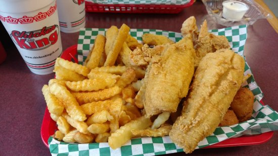 Chester, Carolina del Sur: Combo with flounder, shrimp, and chicken strips