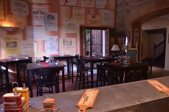 Le Chai Saint Sauveur : salle du bar