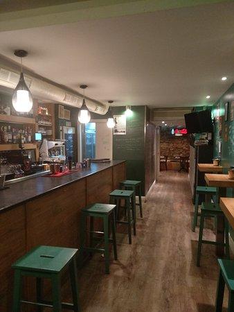 Legends Cafe: getlstd_property_photo