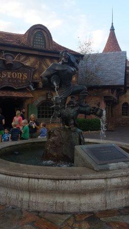 Gaston's Tavern: Gaston fountain outside his tavern