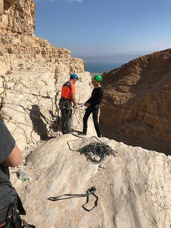 Mitzpe Yeriho, Izrael: Rapelling down